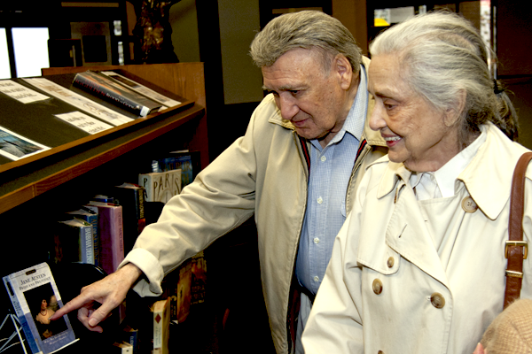 Photo of Garland County Library patrons looking at books